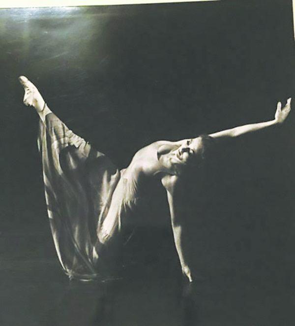"""Kathleen Fitzgerald in Jiří Kylián's """"Ariadne"""""""