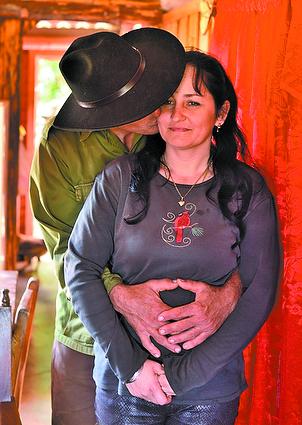 Jesus Maria Carales Alvarez (Pipo) Girenia Rodrizquz Travesco (Yeri) Lagna de Piedrea Bodega Marsela Luis, Vinales, Pinar del Rio 54-05-54-64 him 58-54-01-90 her works on Chile farms, farm near Chile daughter- Yeri, Yaraimi